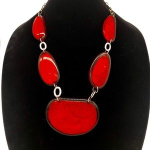 Statement Necklace with Lucite material